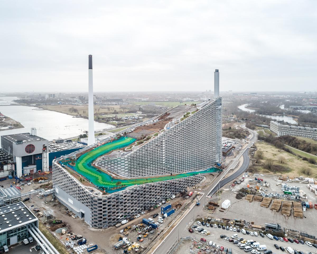 BIG (Дания). Лыжный курорт на крыше завода