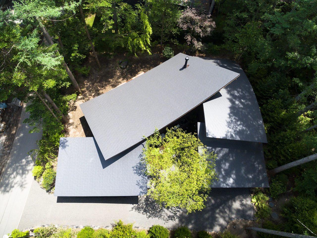 Kias (Япония). Дача c изогнутой крышей
