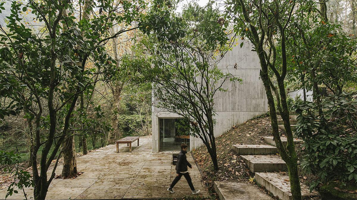 Carvalho Araújo (Португалия). Дом в португальском лесу