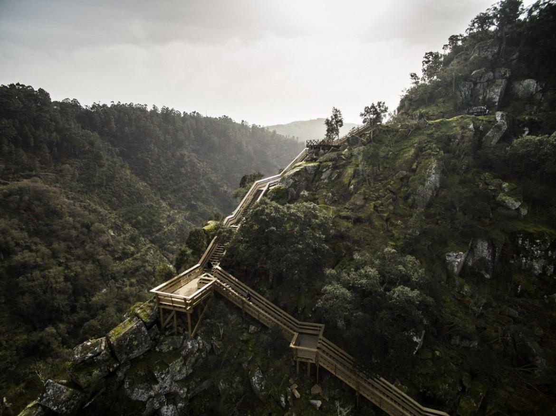 Trimetrica (Португалия). Пешеходные дорожки в горах