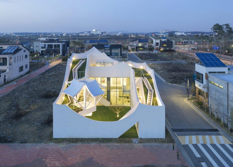 ROJE KHM Architects (Южная Корея). Дом для пилота